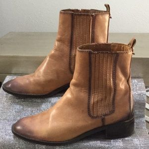 Michael Kors women's size 7 short boot